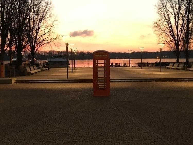 phonebox empty place & berl - jensson   ello