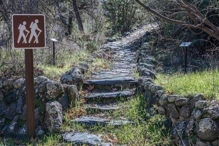 Hiking Trail, Springs 2017 Niko - azdrk   ello