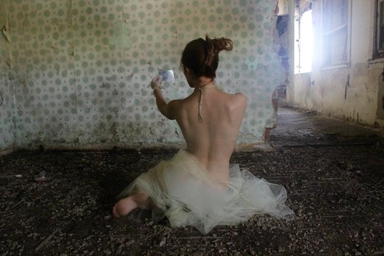 lonely dancer - heloisamedeiros | ello
