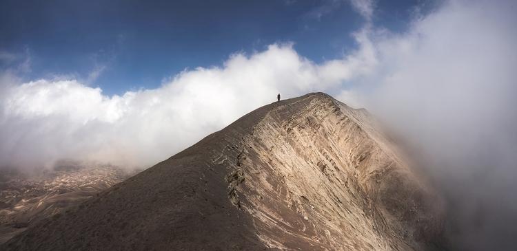 distance sunrise, hike top Moun - jonathansander | ello