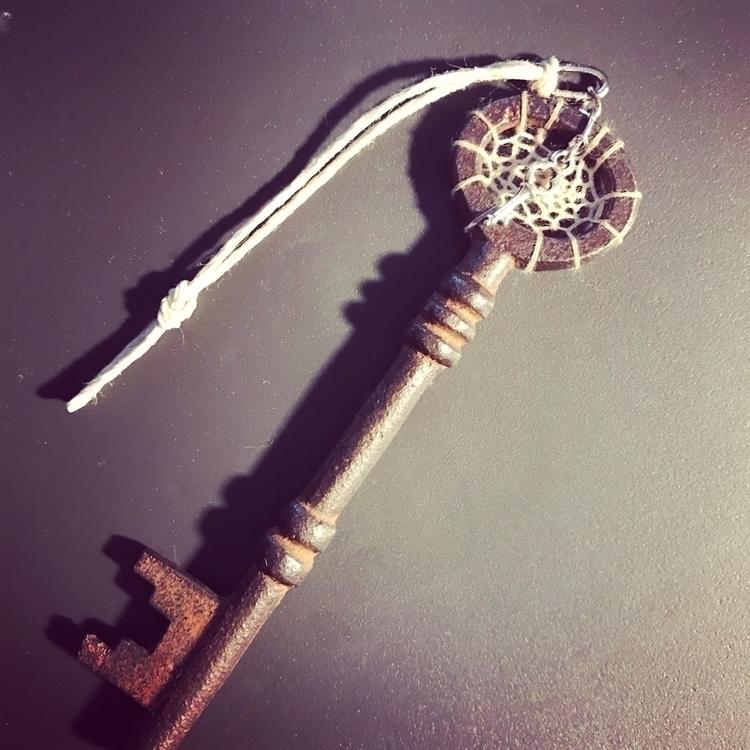 key unlocking dreams... - fm-luv   ello