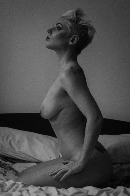 dream... Model: Philomel - blacknwhite - slavewire | ello