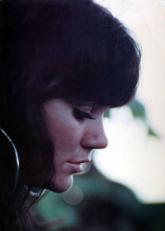 Linda Ronstadt, 1968 - girlmuse | ello