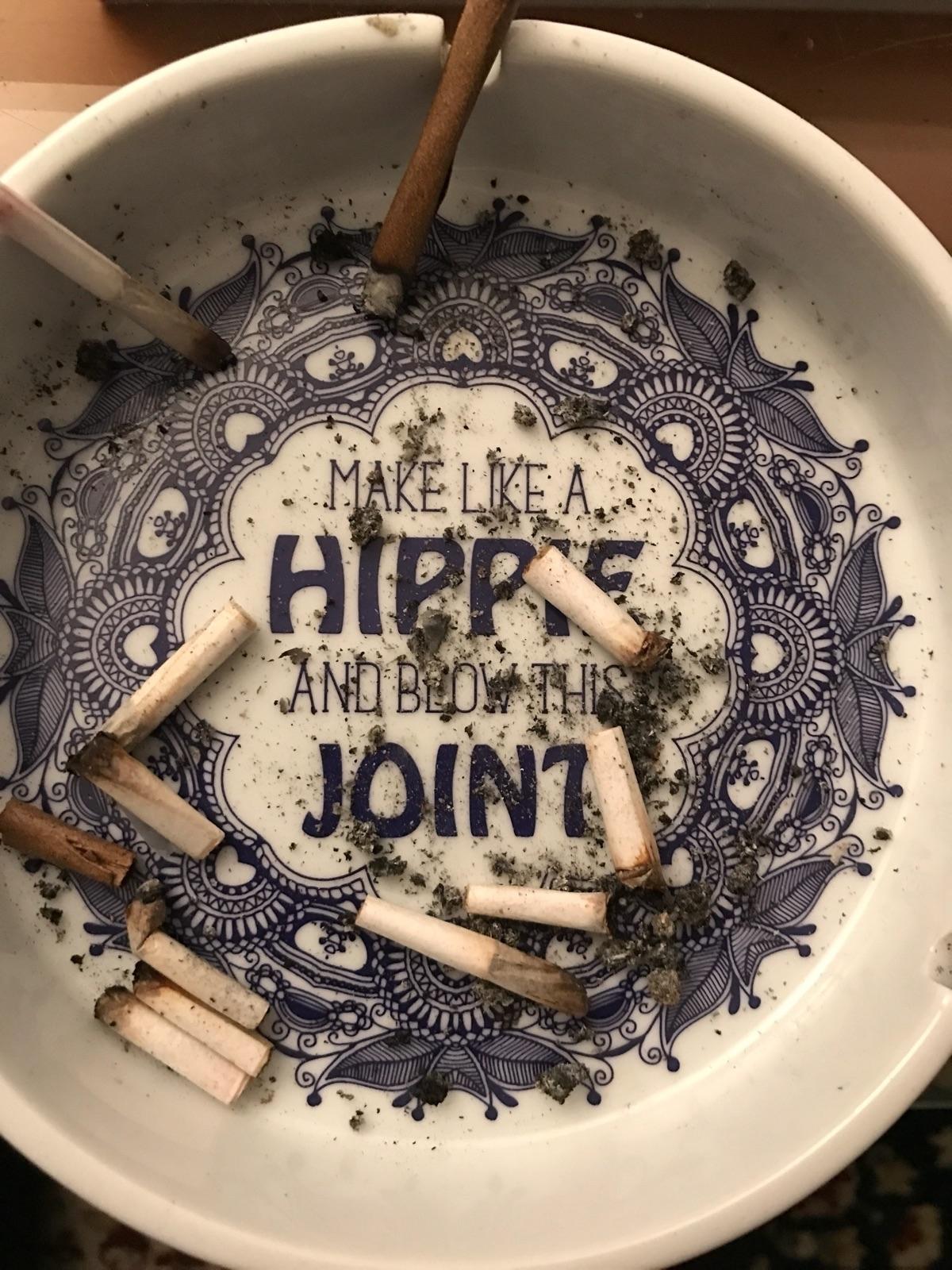 Joints blunts ✌🏼 - cannabis, justsmokeit - monsieurtoast | ello