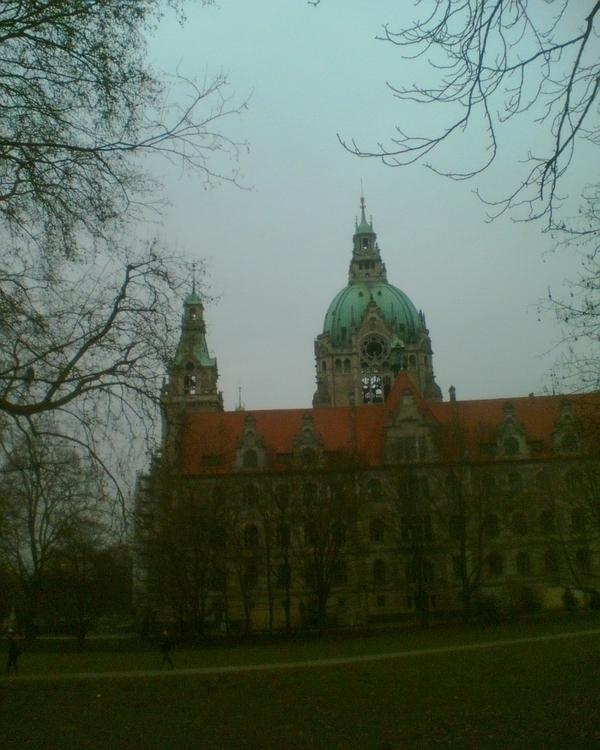 Hannover, Town Hall - fabeblau | ello
