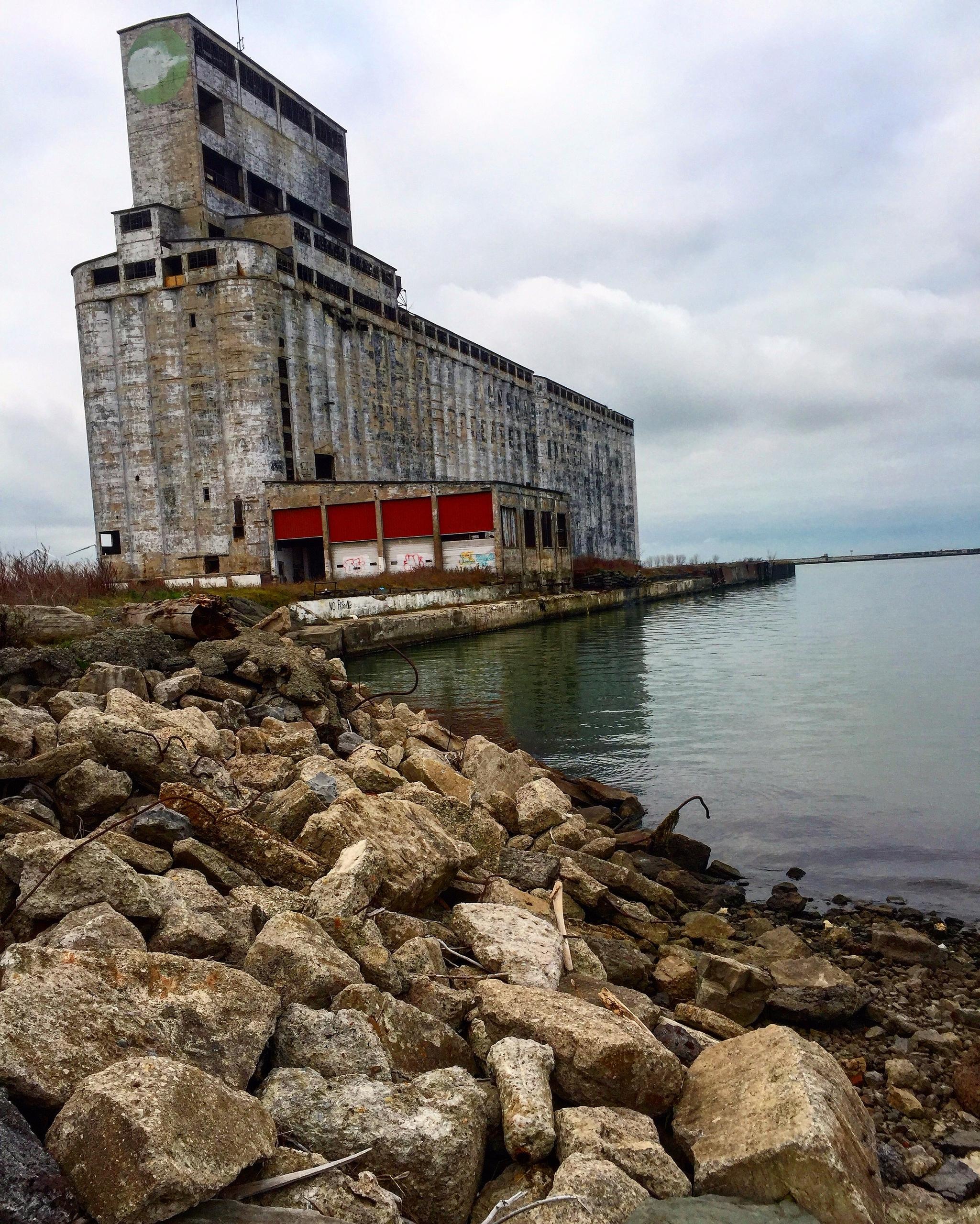 Abandoned Grain Elevator - Buff - hopelesswanderer | ello