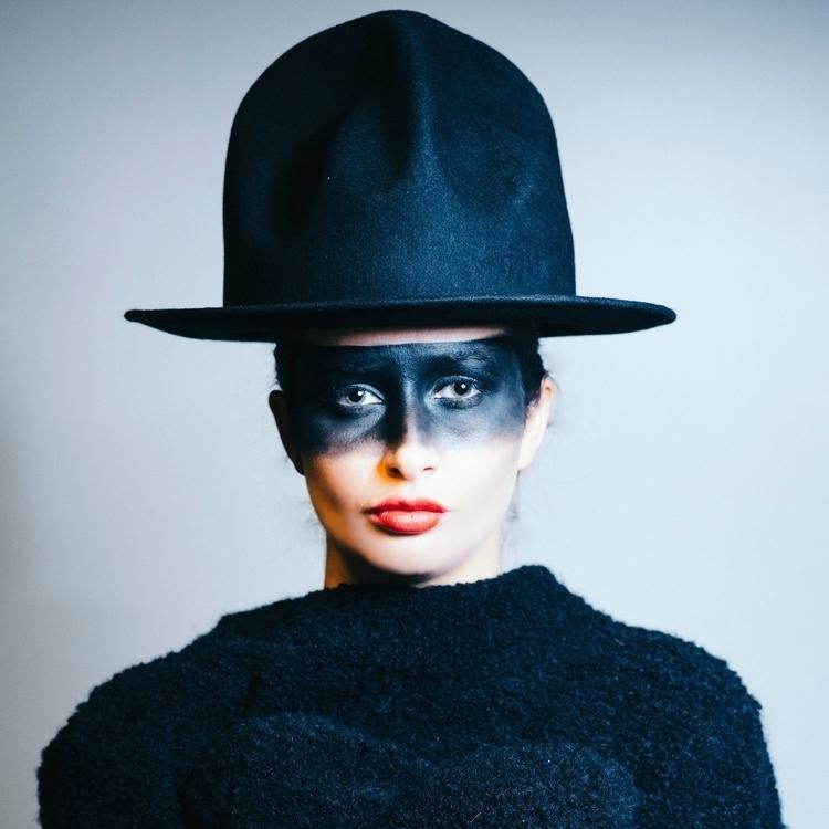 HAT + BLACKMASK MODEL BECK - VIVIENNEWESTWOOD - sandypoirier | ello