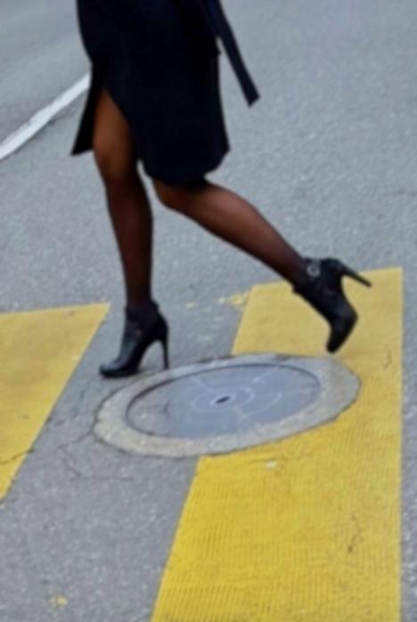 Crossing uptown, Geneva - Legs, City - ziolele | ello
