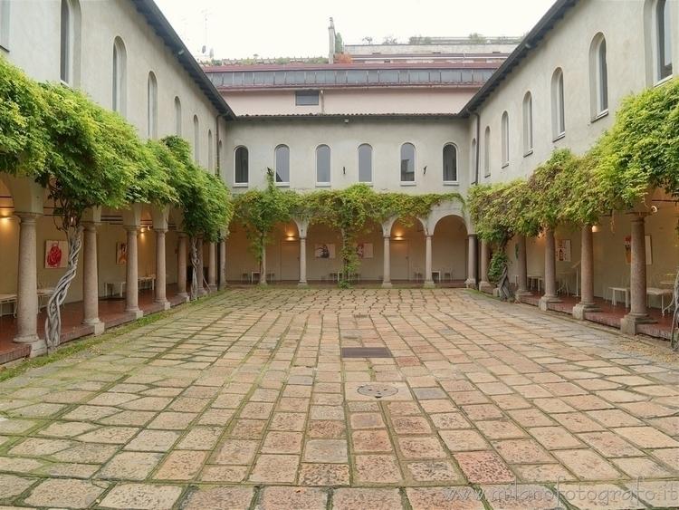 (#Italy): Cloisters Fusion pict - milanofotografo | ello