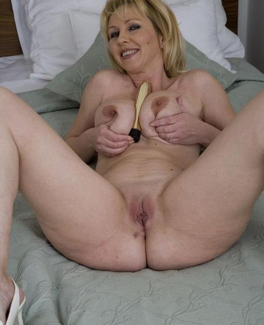 Sexy Moms - wickedas | ello