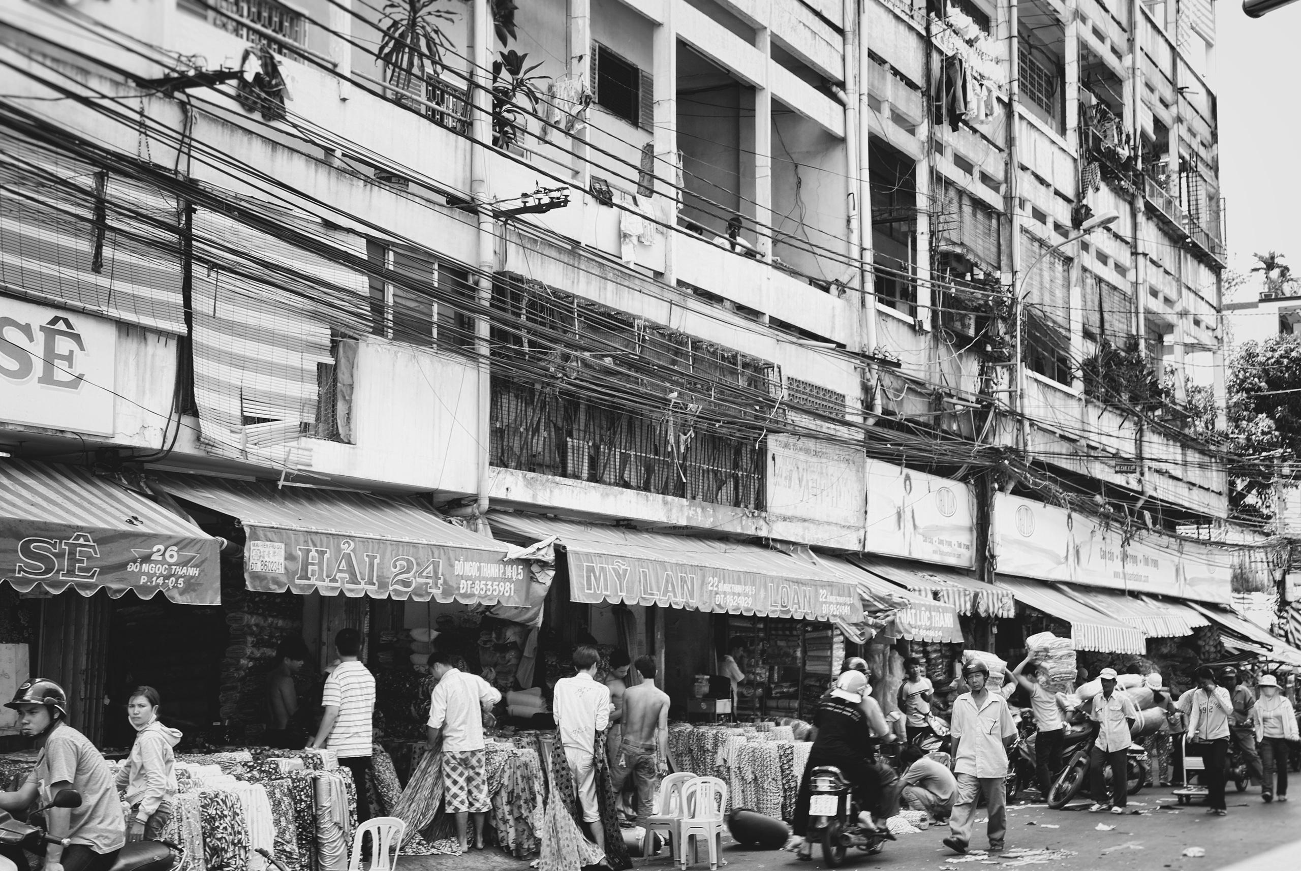 business busy - Saigon, Vietnam - christofkessemeier   ello