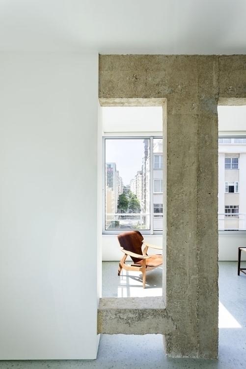 Concrete beam column. Apartamen - upinteriors | ello