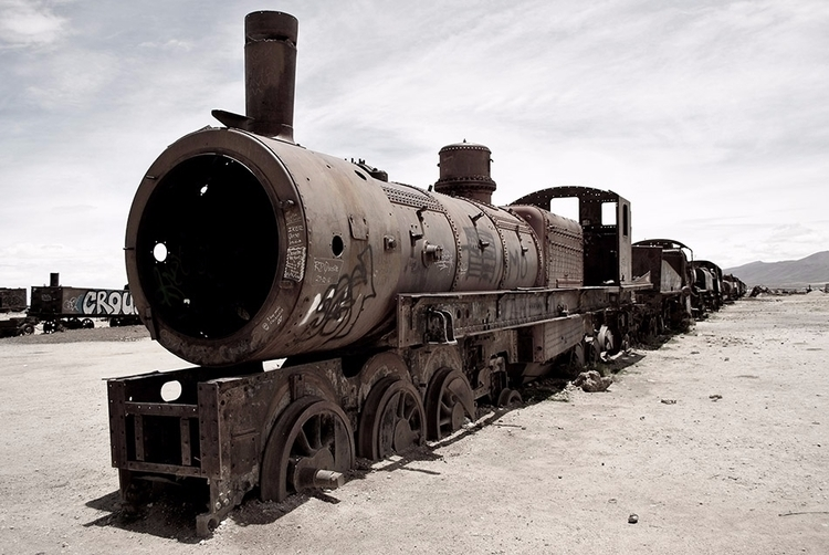 | - traincementery, abandonedtrain - dolcka | ello