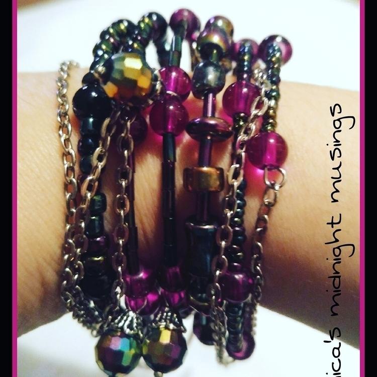 Wire wrap bracelet, glass beads - nicasmidnightmusings   ello