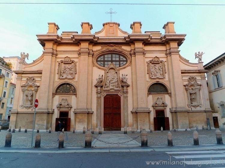 Milan (Italy): Facade Church Sa - milanofotografo | ello