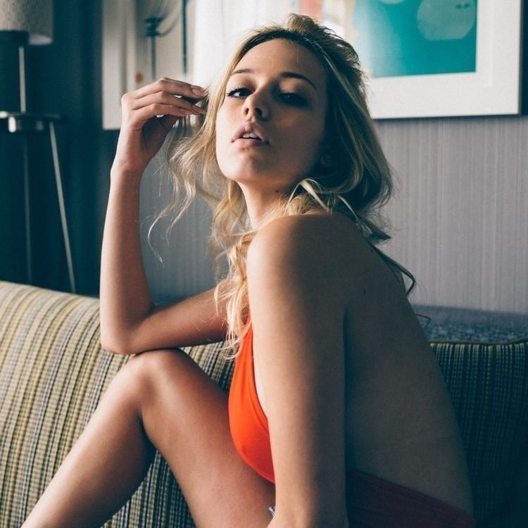 Hotel vibin bih Feat. Dagny - tommyesco | ello
