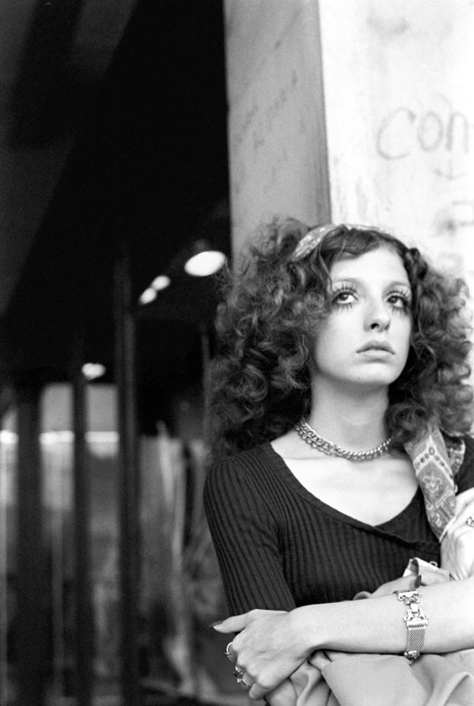 Young woman Cambridge, Massachu - nickdewolfphotoarchive | ello