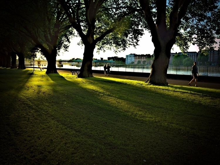 River Thames, Wandsworth Park - jasmac | ello