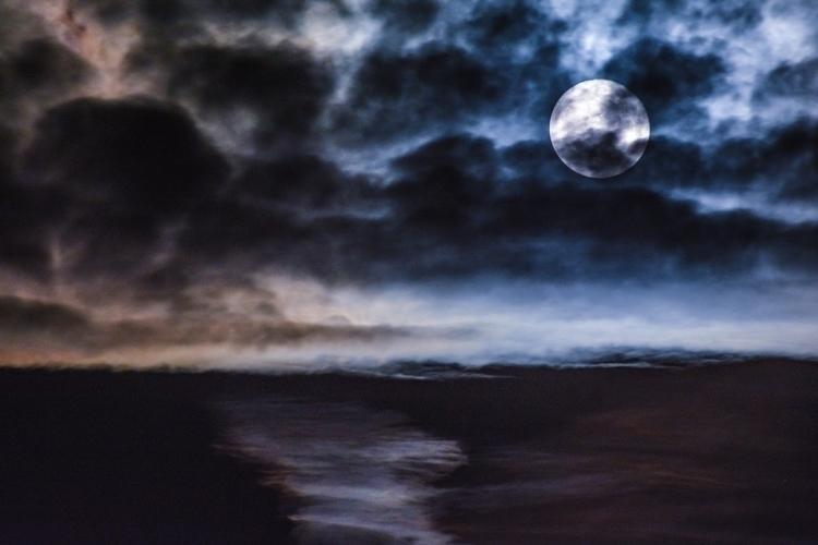 Short night early awake - moon, dark - marvin_gayral | ello