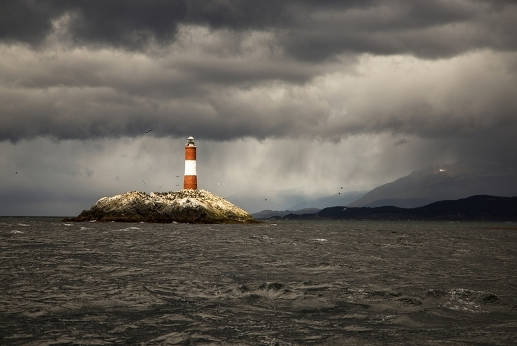 lighthouse world... Ushuaia, Ar - jhollaholla | ello