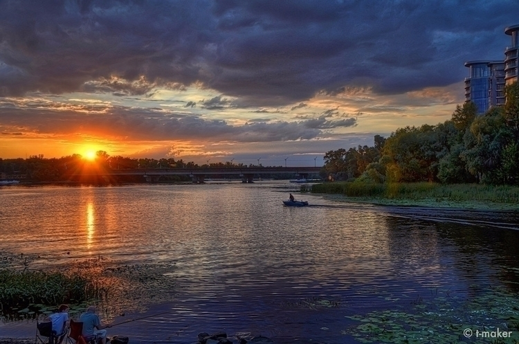 River Sunset | Flickr: DeviantA - t-maker | ello