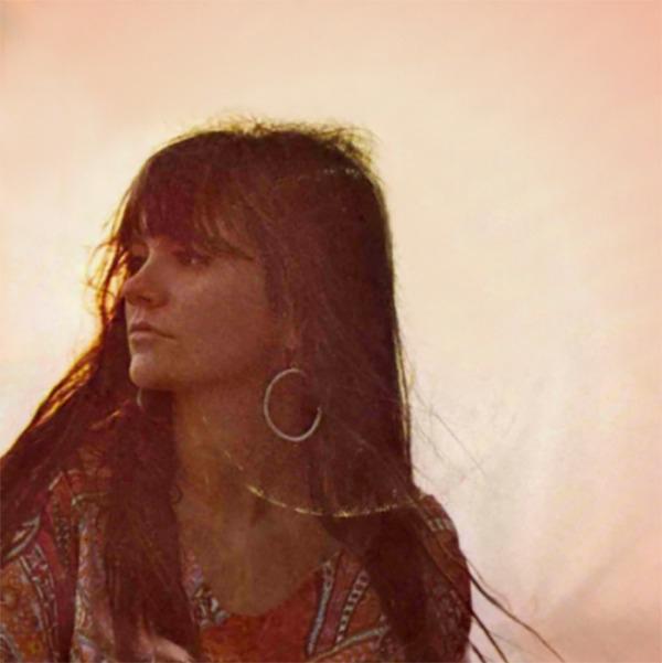 Linda Ronstadt Photographed Hen - girlmuse   ello
