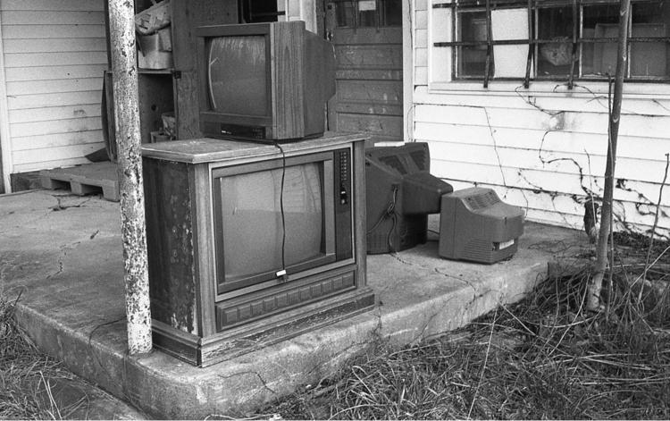 gray screens death - filmphotography - flaneurity   ello
