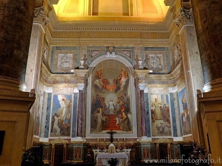 Sanctuary ( , ): Lateral altar  - milanofotografo | ello