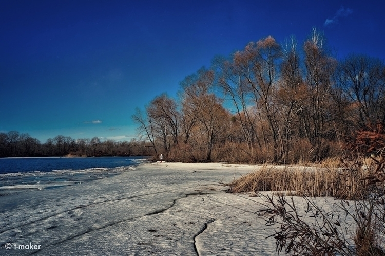 Edge Ice | Flickr: DeviantArt - river - t-maker | ello