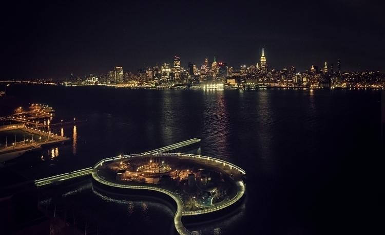 Midnight Apple - Hoboken, Jerse - juangonzalez | ello