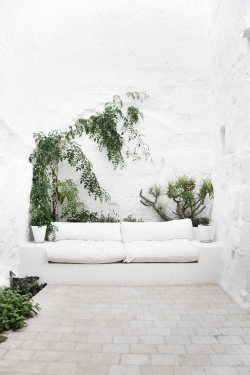 White Mediterranean garden. Ca  - upinteriors | ello