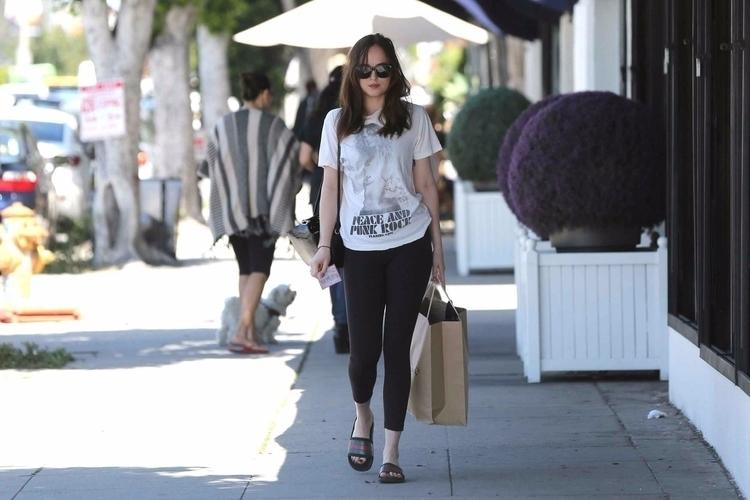 shopping LA - March 27 2017 pic - fandestargate | ello