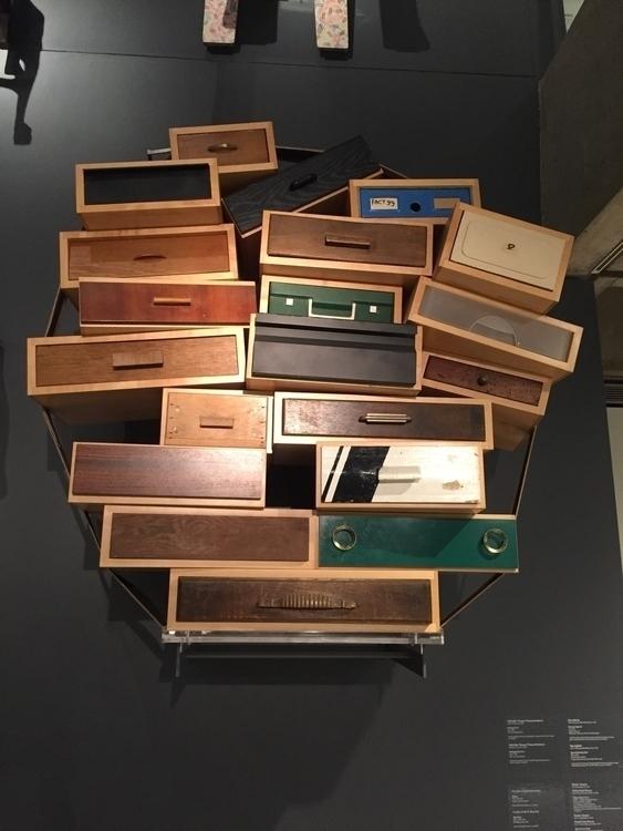 Chaotic Dresser - lee | ello