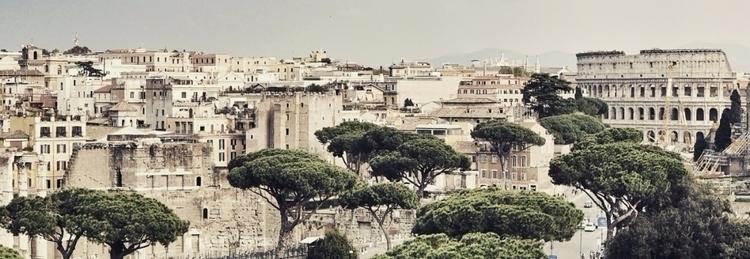 Rome Italy Coliseum - unterwegs-reiseblog | ello