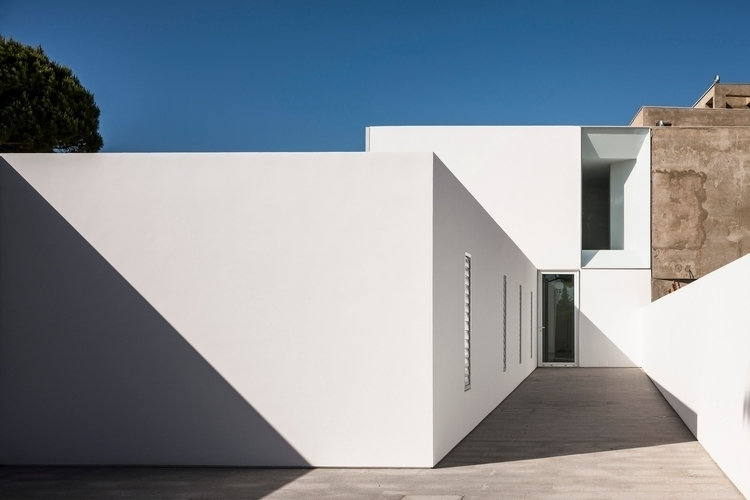 Spanish architect Adolfo Pérez  - barenbrug | ello