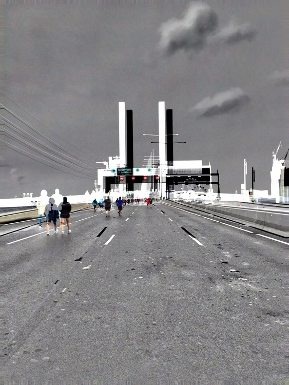 Bolte Bridge. kids run - Run, rain - sacrecour   ello