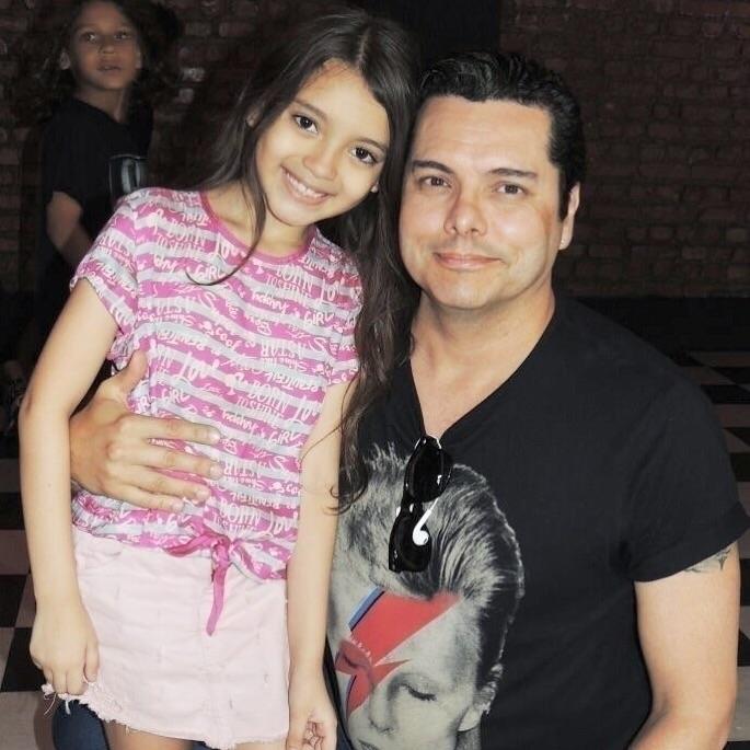 Com atriz Milena Carvalho, na  - alexanderzimmer | ello
