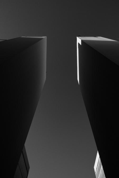 Design: Oscar Niemeyer José Rob - minimalist   ello