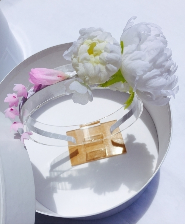 Bridal headpiece features gorge - mivida | ello