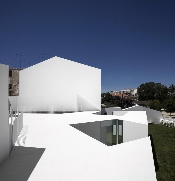 House Alcobaça, Portugal Aires  - alexandreberthiaume | ello