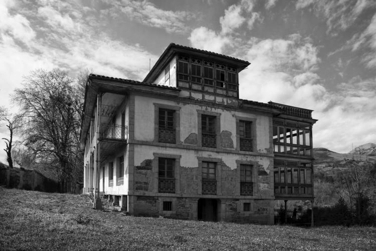 Abandoned house - guillermoalvarez | ello