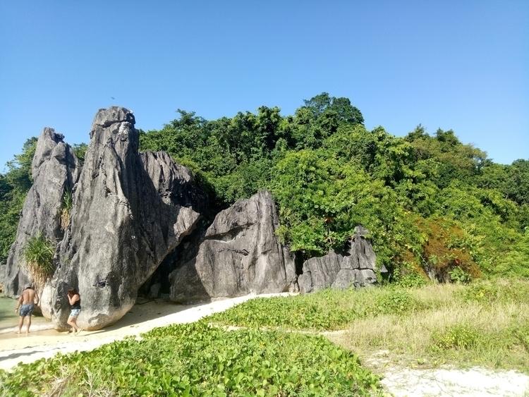 Sabitang Laya Island - Survivor - rheaiyah | ello