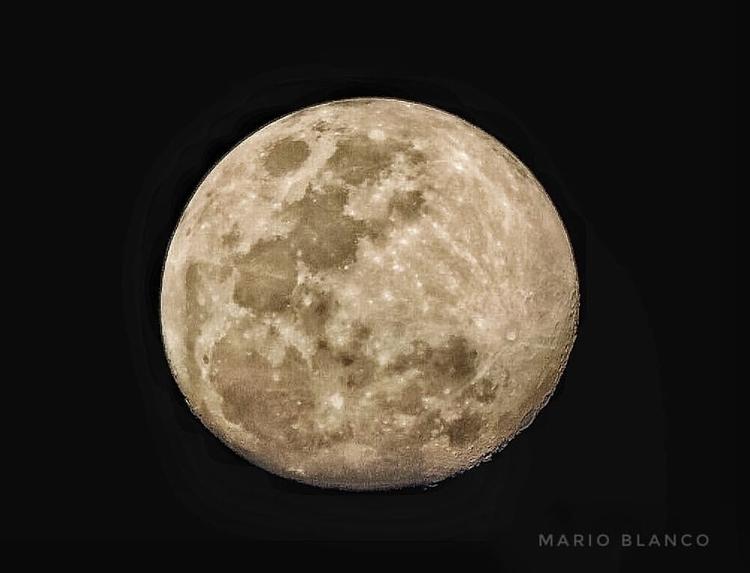 Waxing Gibbous - moon, moonshot - marioblanco1685 | ello