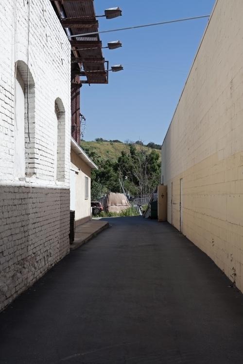 Driveway Figueroa St, Highland  - odouglas   ello