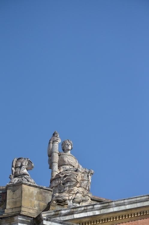 Le Capitole (détail - Toulouse - le_m_poireau | ello