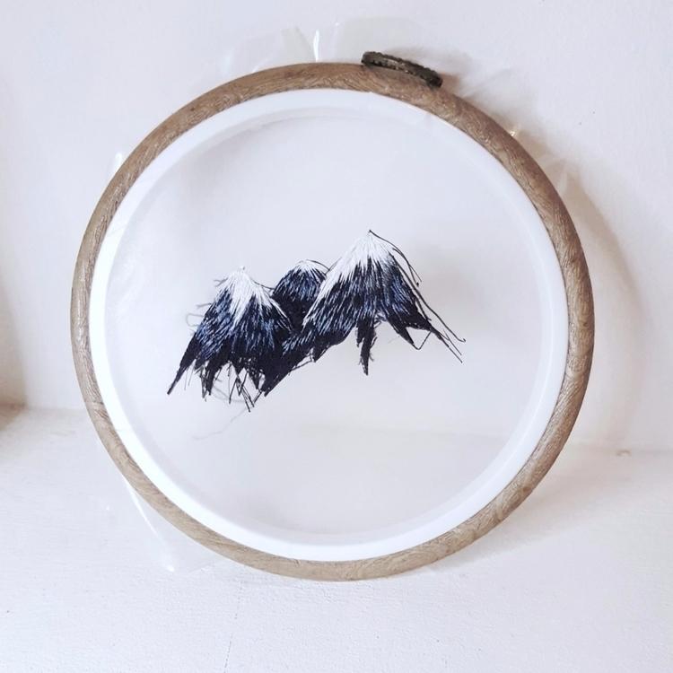 Floating mountains - embroidery - fullmetalneedle | ello