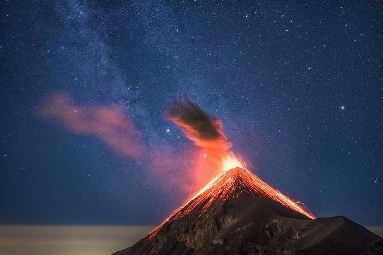 Albert Dros Captured Erupting M - photogrist | ello