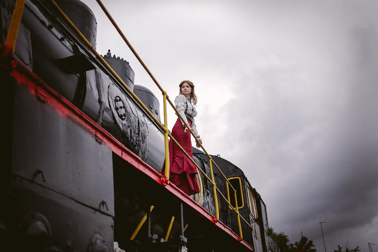 Sky. Locomotive. Girl - ans42   ello