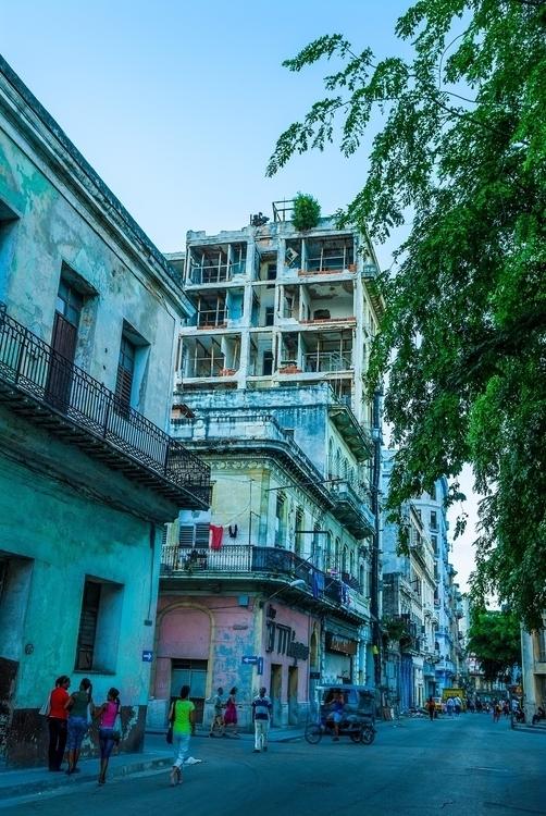 night - Habana, Cuba - christofkessemeier | ello