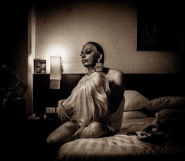 Photographer:Simon Marshall Ma - darkbeautymag | ello